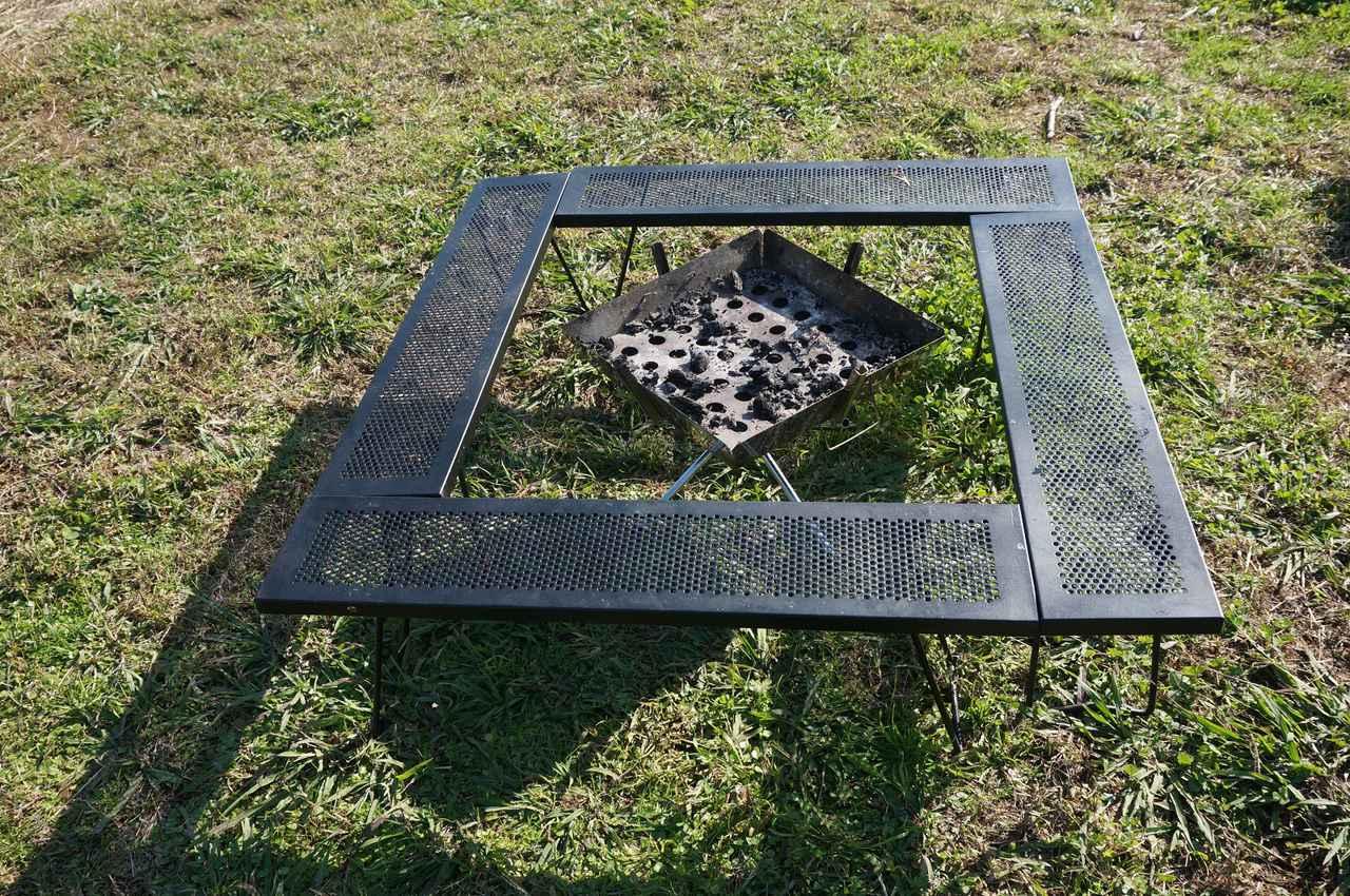 画像: 筆者撮影「みんなで囲める焚き火テーブル」