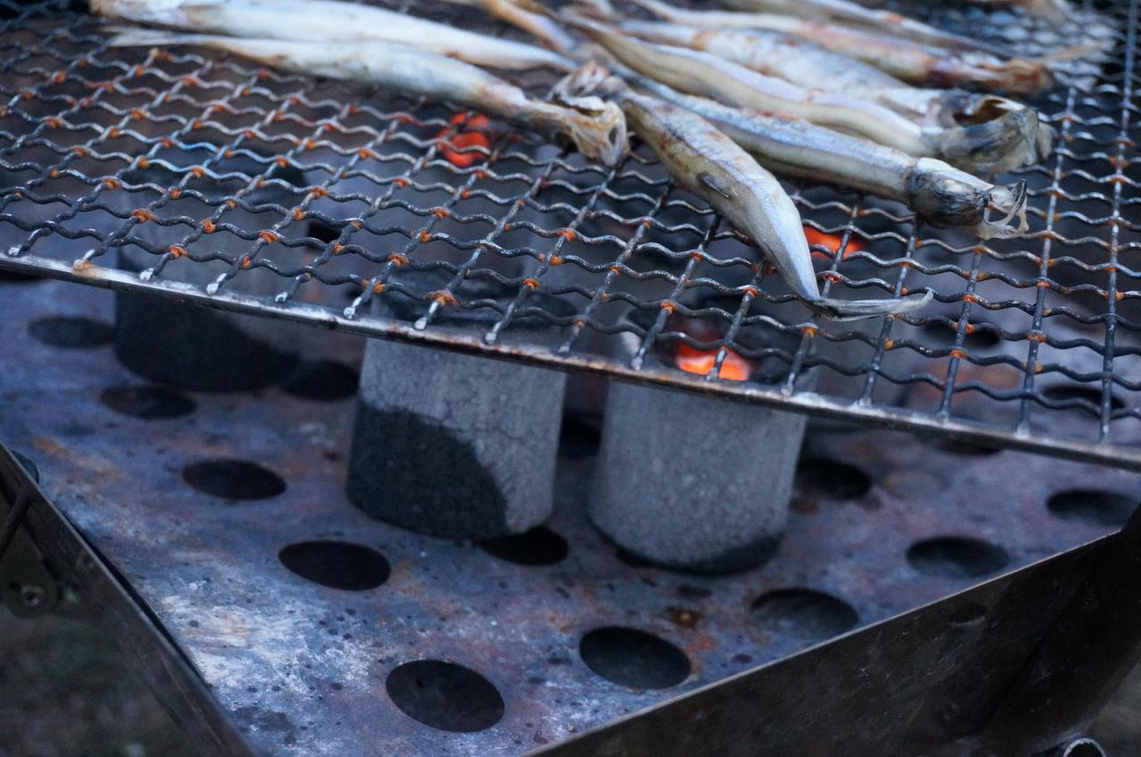 画像: 筆者撮影「炭でじっくり焼いた料理は格別!」