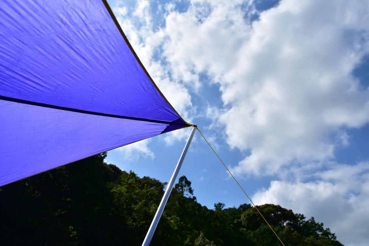 画像: 【ソロキャンパー必見】ひとりでできるタープの張り方・基本の設営方法を伝授! ポール1本で完成!?