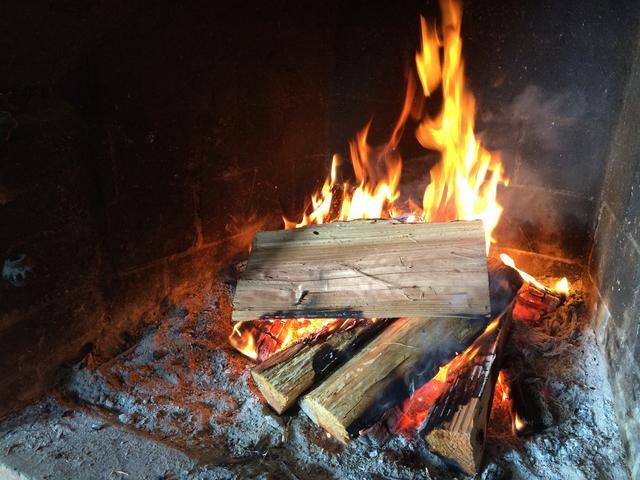 画像1: 【キャンプ初心者必見】「焚き火台」を使った焚き火のやり方を正しくマスターしよう
