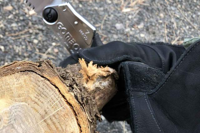 画像: 筆者撮影:グリップスワニーG-1Bで薪のカット