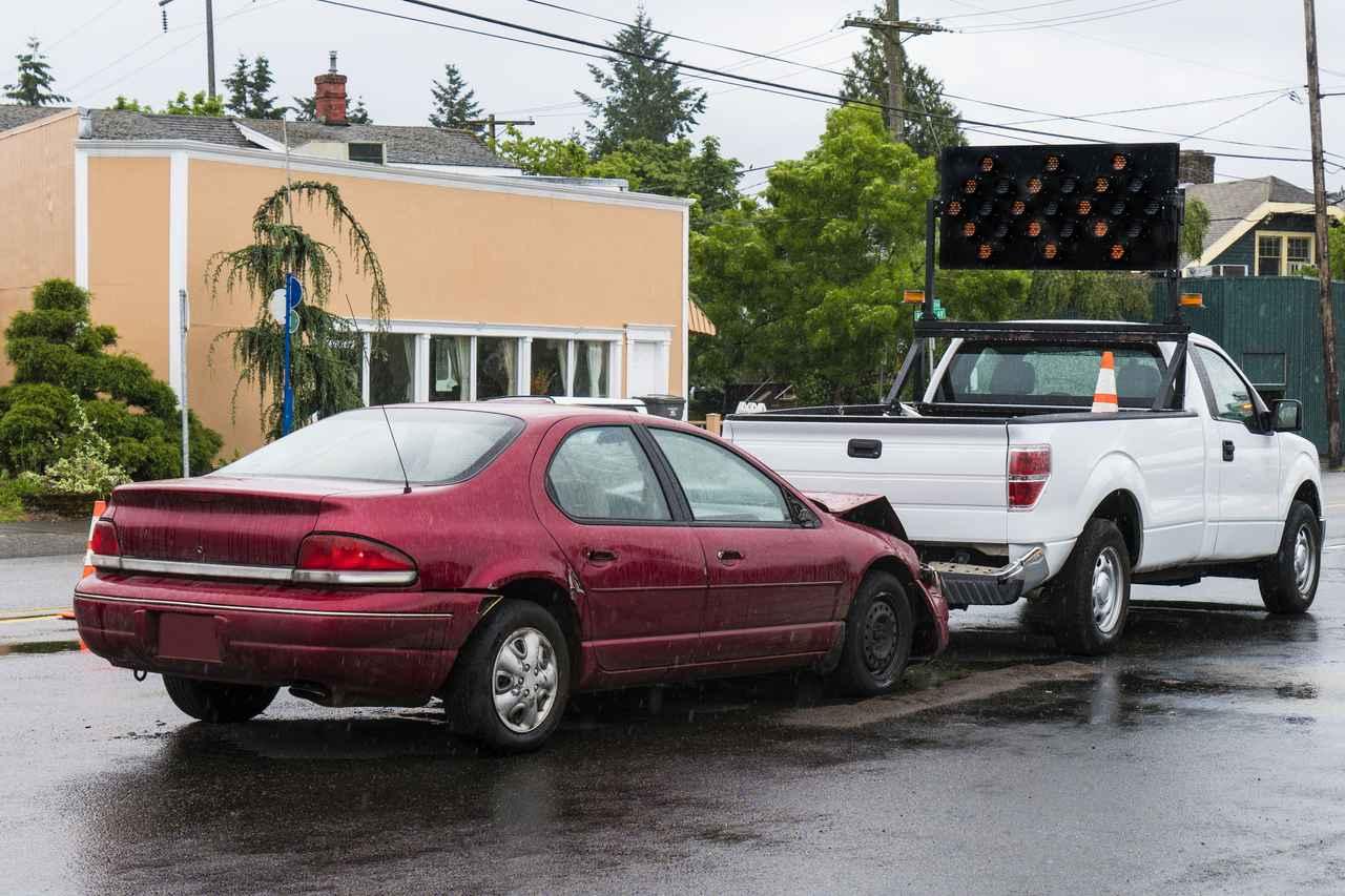 画像: ハイドロプレーニング現象とは? 雨の日に車のタイヤが路面から浮かんでグリップを失う現象!