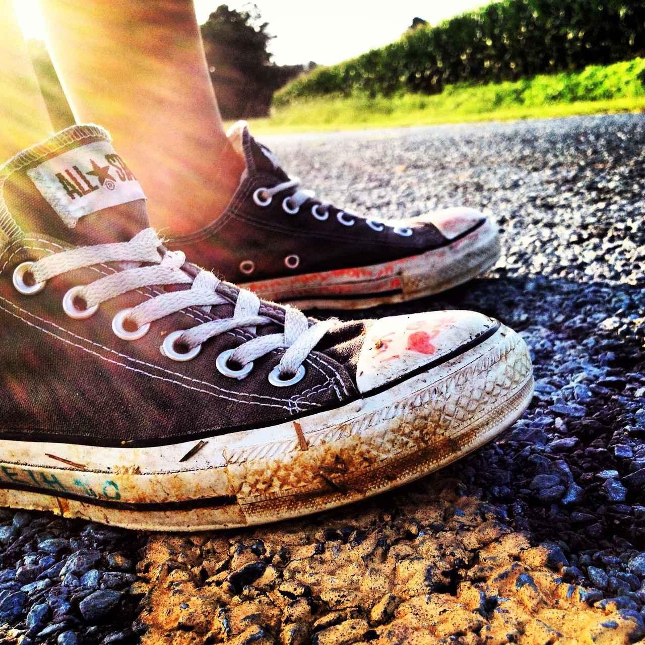 画像: 加水分解』はスニーカーのソールがボロボロに! 靴上部との接着が分離