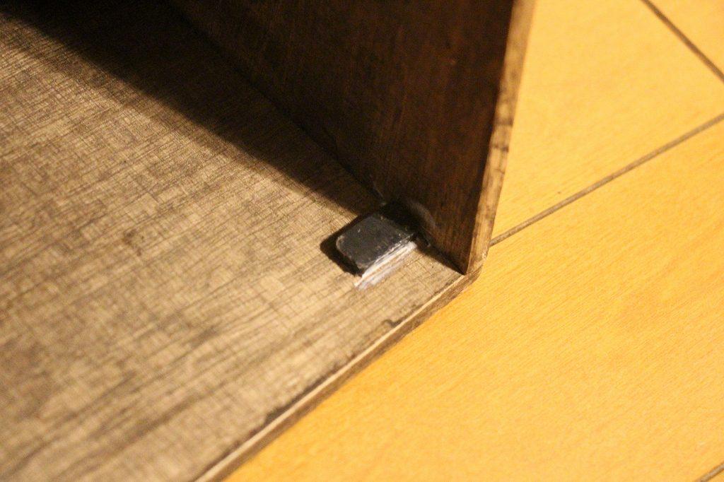 画像: 筆者撮影 本体側に取り付けた磁石