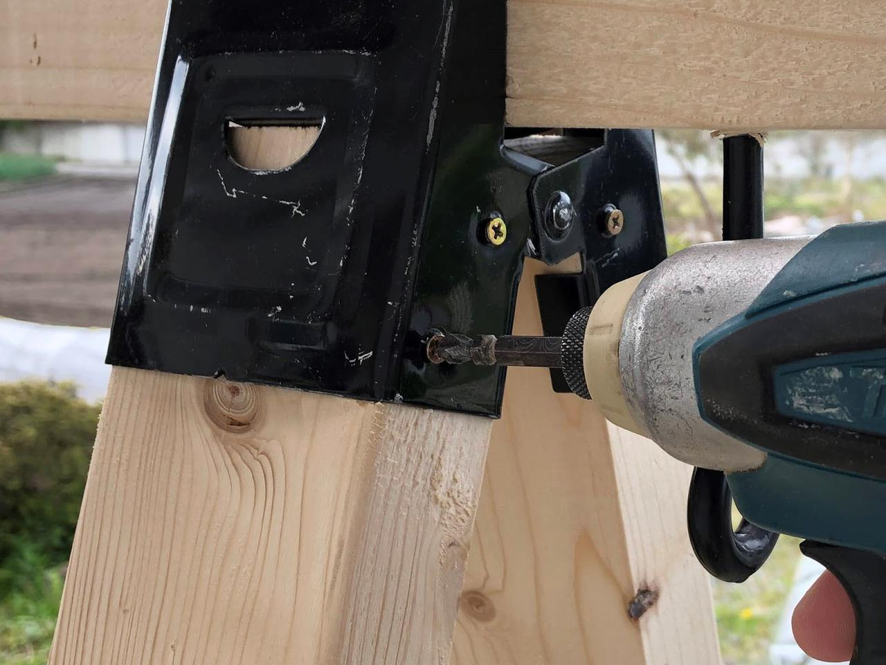 画像: 筆者提供:厚みのある木材などにはインパクトドライバーがおすすめ。