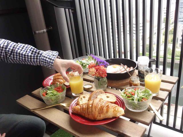 画像1: 【ベランダや庭でピクニックを楽しむコツ】レジャーシート×折りたたみテーブル×おしゃれなバスケット