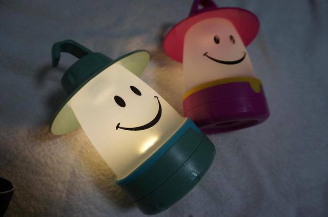 画像: スマイルLEDランタンは子供用キャンプグッズ! 安くて可愛いデザインでおすすめ! - ハピキャン(HAPPY CAMPER)