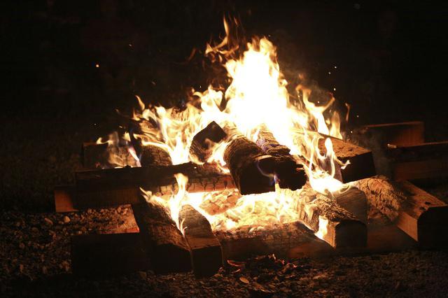 画像: 焚き火 イメージ