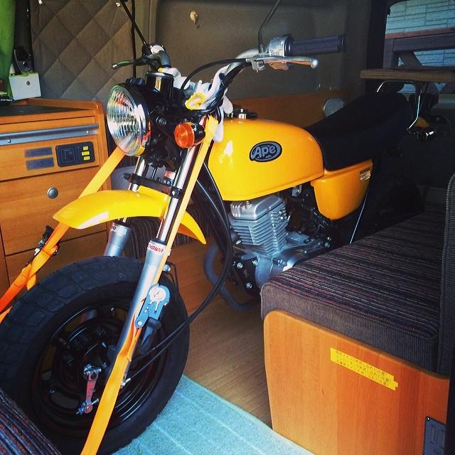 """画像1: @zap1 on Instagram: """"我が家のエイプ7年で600キロ。ガレージ保管で、何処から見ても新車と変わらないほどピッカピカ。ビックリする値段でドナドナして行きました。次のオーナーに可愛がってもらってね。"""" www.instagram.com"""