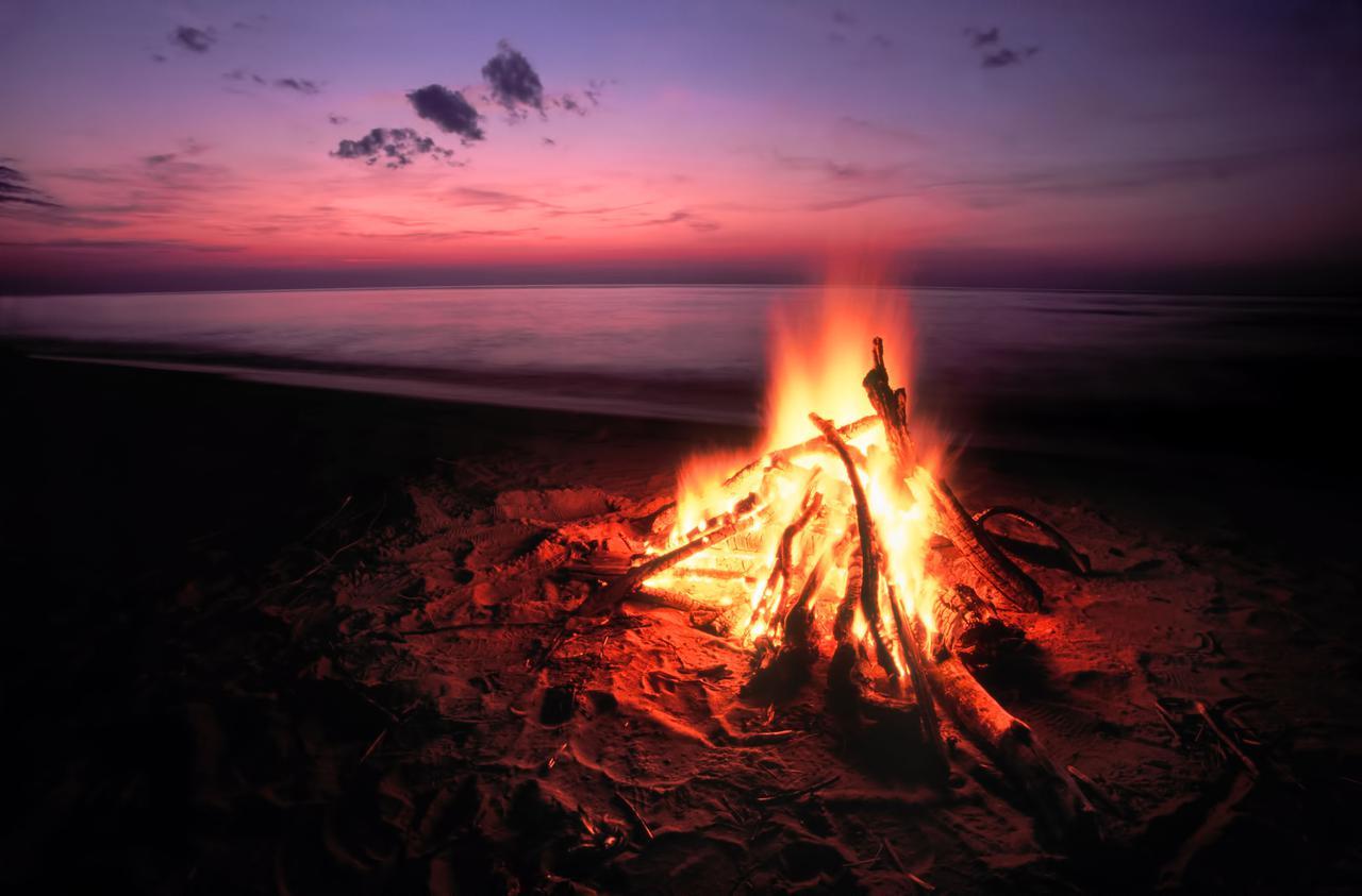 画像: キャンプみたいな部屋①YouTubeを活用 焚き火や自然の映像・BGMをプロジェクターで部屋の壁に投影