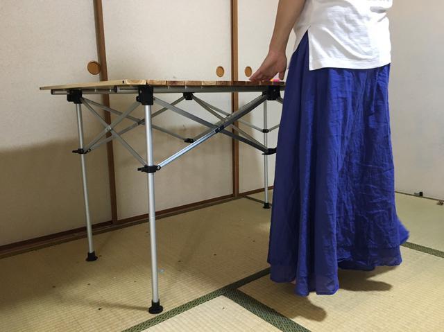 画像: 筆者撮影「ハイテーブルで、身長約160cmの大人が利用しているところ」