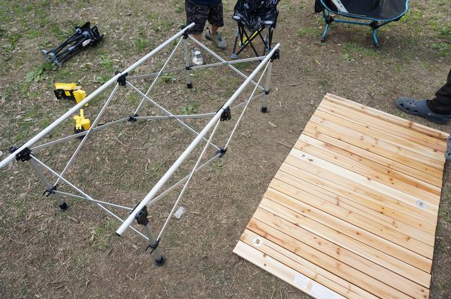 画像: 筆者撮影「テーブルの高さは2段階調整が可能」