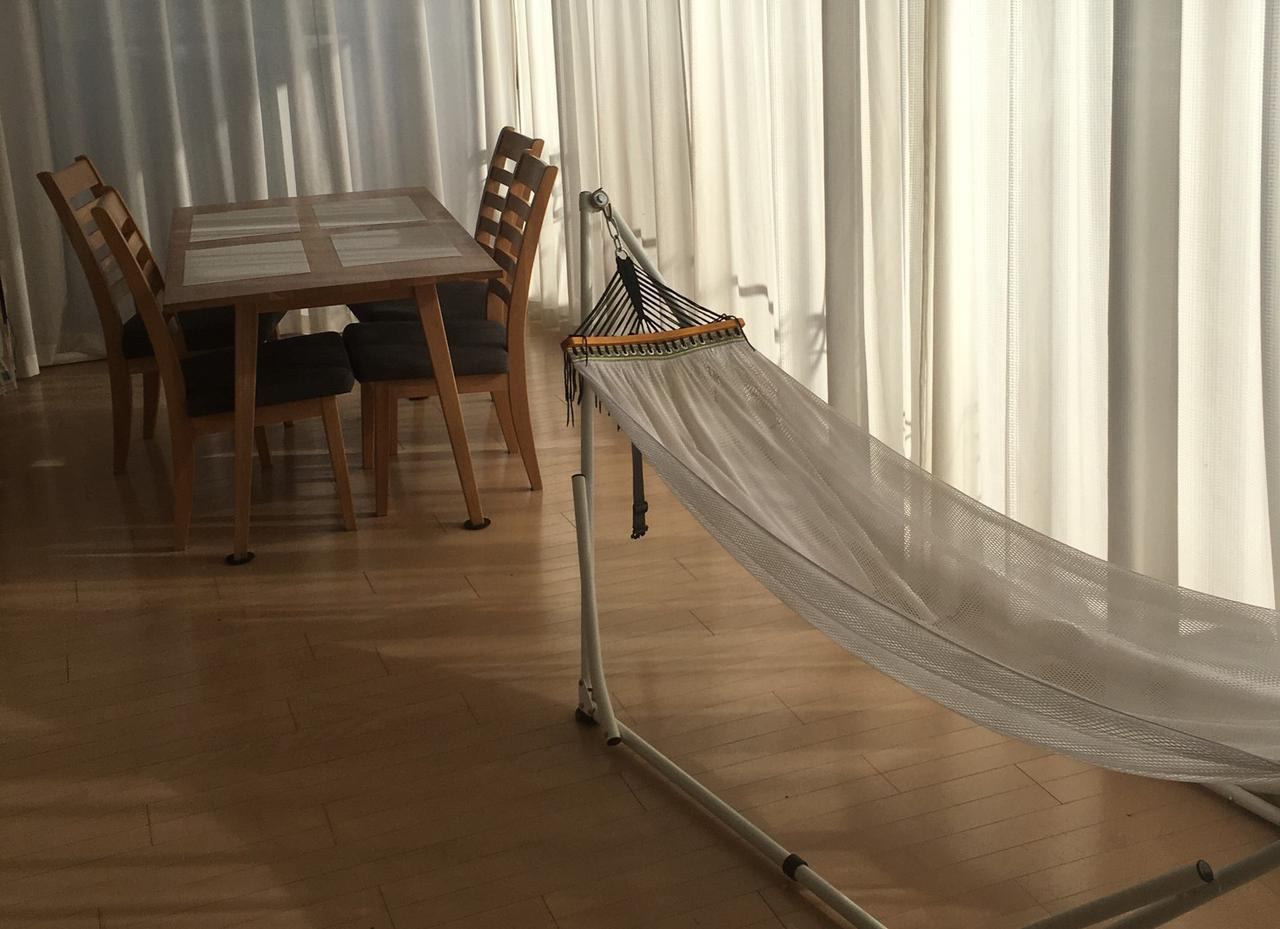 画像: 自立式のハンモックは室内での使用におすすめ