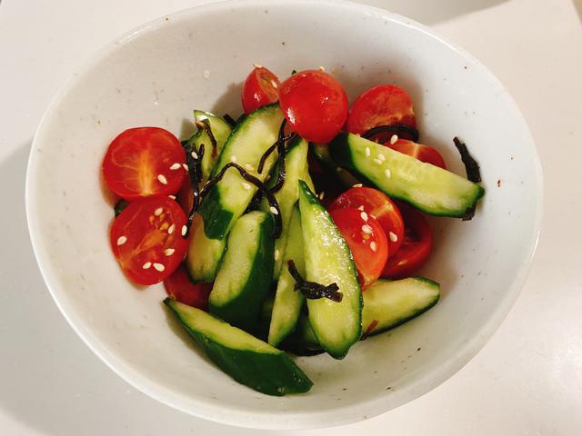 画像: やみつき夏レシピ①きゅうりとトマトの塩昆布和え