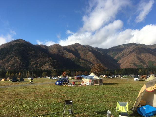 画像: 筆者撮影@ふもとっぱらキャンプ場 ソロからファミリーまでたくさんのキャンパーが楽しんでいます