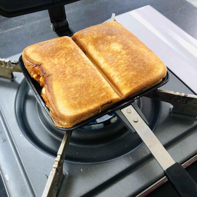 画像: 【おうちでキャンプ気分】セブンイレブンの食材で作るお手軽ホットサンドレシピ8選 - ハピキャン(HAPPY CAMPER)