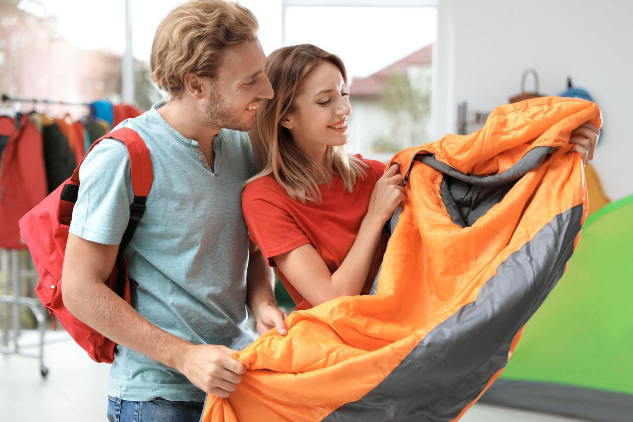 画像: 【夏用の寝袋を選ぶポイント】軽量&コンパクトで、持ち運びに便利なモデルがおすすめ