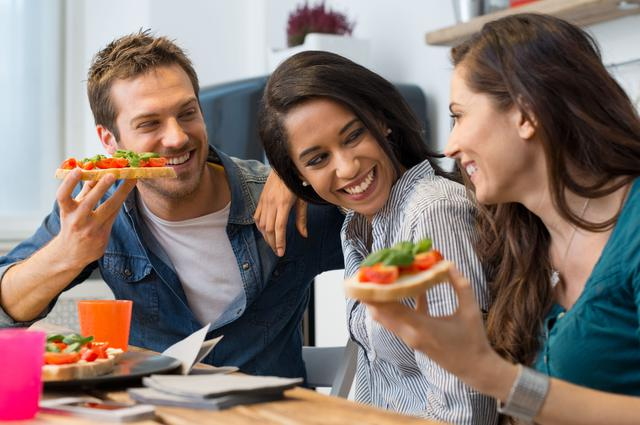 画像: 【レシピ3】玉ねぎとサバのブルスケッタ 玉ねぎの甘みとカレーと黒胡椒で鯖缶がおつまみに