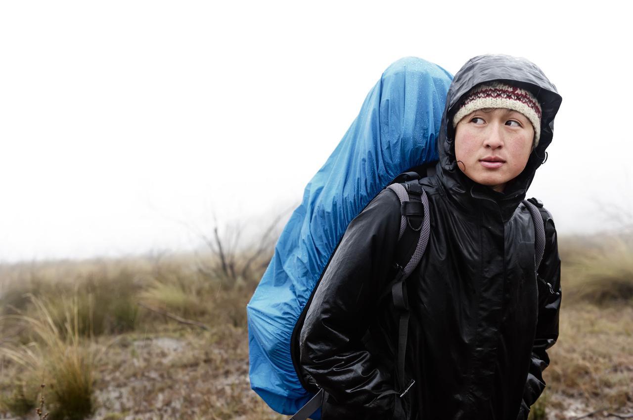 画像: 本格登山には機能性抜群な登山用レインウェアがおすすめ 100均や一般的な雨具で代用するのはNG!