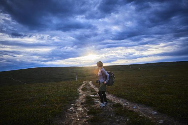 画像: photographer 猪俣慎吾 フィンランドでのキャンプ 写っているのはキャンプコーディネーター・こいしゆうかさん