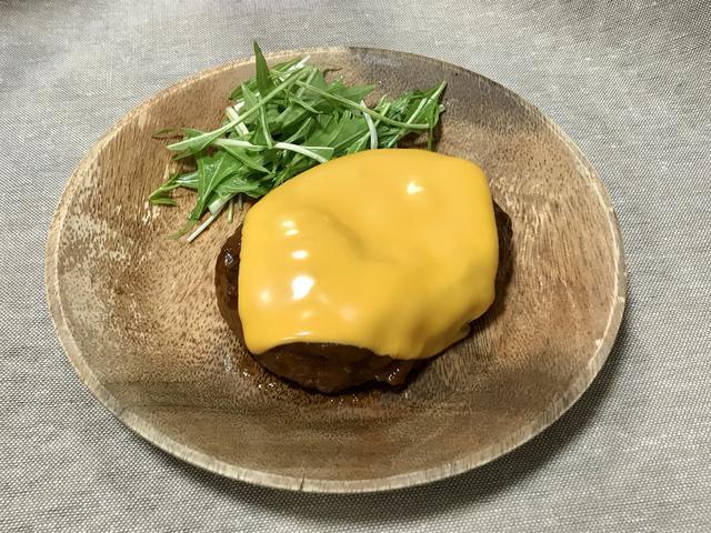 画像: 筆者撮影 今回はバンズが無かったためハンバーガーでなく「ハンバーグ」を作りました