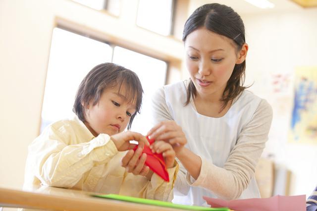 画像: 折り紙には子供に嬉しい効果が!手軽で簡単なのに遊びながら知育もできちゃう!?