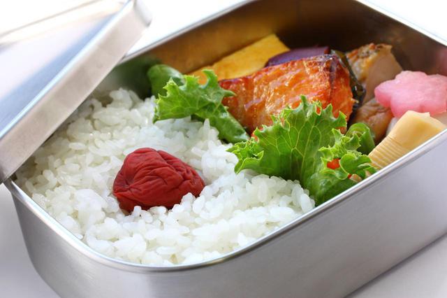 画像: 【アルミVSステンレス】お弁当箱に使うならどっちがおすすめ? 素材の特徴を比較 - ハピキャン(HAPPY CAMPER)
