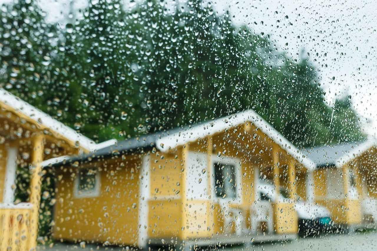 画像: 【コテージ】→【バンガロー】→【テント泊】を難易度順に解説! 価格も考慮して雨キャンプを準備