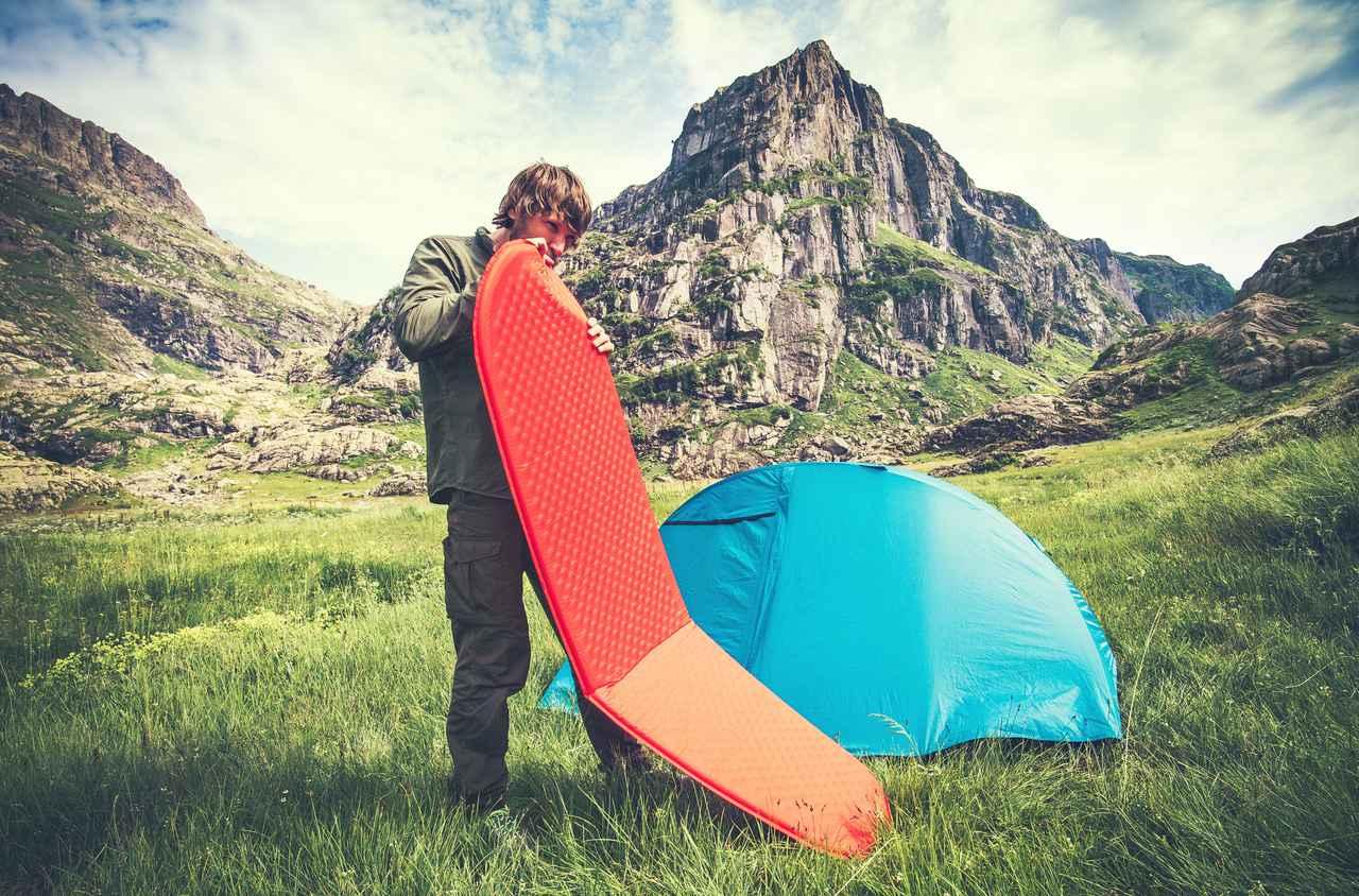 画像: どんなエアマットがベスト? 登山ならコンパクトさ・キャンプなら大きさ!? シーンを想定して選ぶ