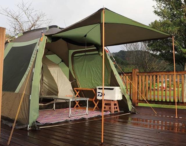 画像: 雨キャンプを楽しむ準備を! レインウェアや防水シューズ着用&防水スプレーで雨対策をすれば万全◎