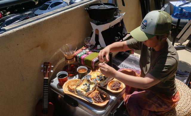 画像: 【ベランダ朝食】キャンプに行った気分でおうちキャンプ!ベランダでツーバーナーを使って朝食を楽しもう! - ハピキャン(HAPPY CAMPER)