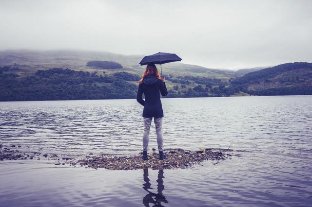 画像: 【モンベル・スノーピーク】アウトドアブランドの折り畳み傘は丈夫で軽量・高性能!? - ハピキャン(HAPPY CAMPER)