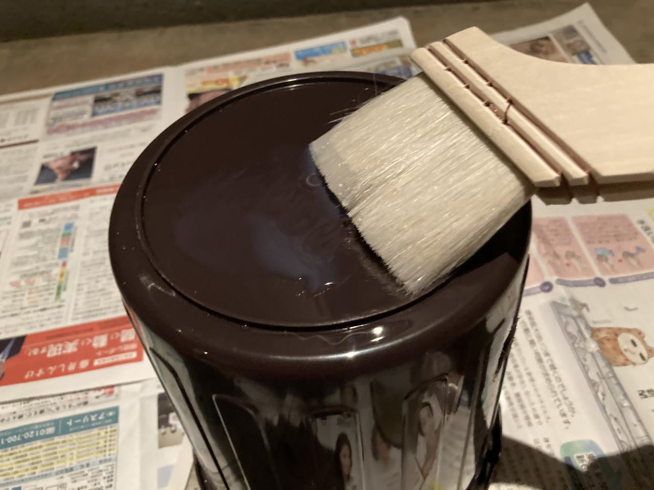 画像: 手順1 マルチプライマーを全体に塗る (筆者撮影)