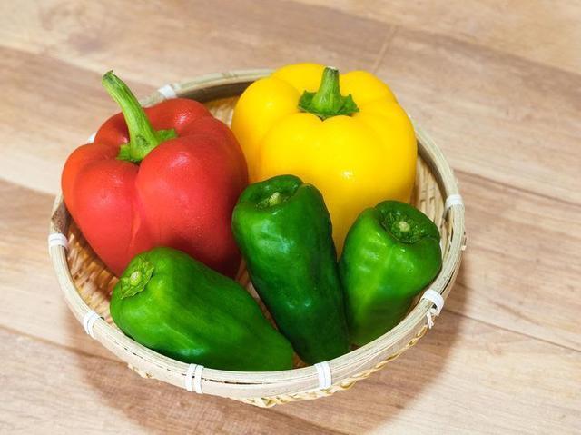 画像: 栄養豊富なピーマンは油と一緒に食べると吸収率アップ! 食欲のない夏にはぴったりな食材