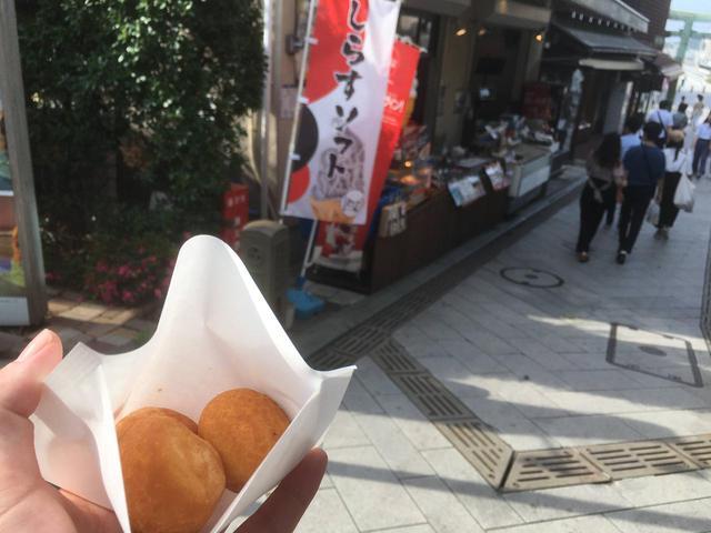画像: 筆者撮影 江ノ島に来たら必ずと言っていいほど食べるしらすパン