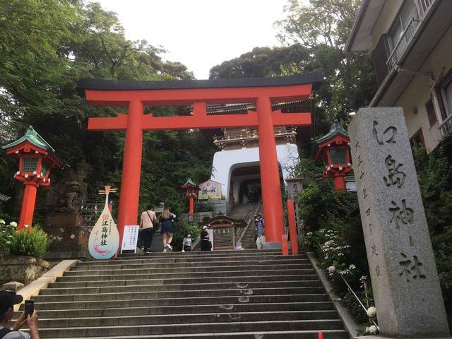 画像: 筆者撮影 江島神社 ここからずんずんと階段を上っていきます
