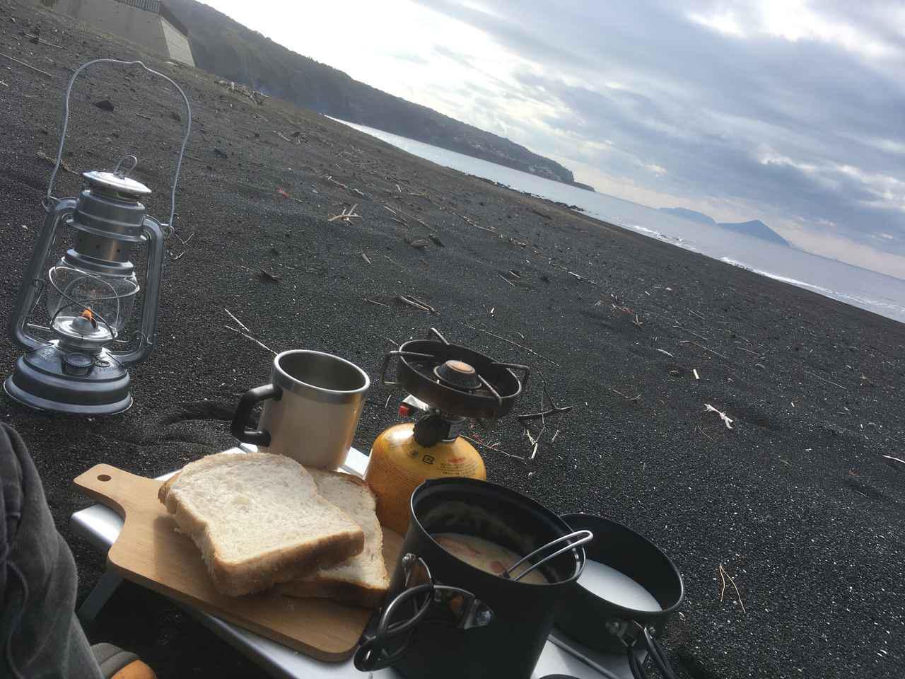 画像1: 【ソロキャンプ飯】ご飯作りを楽にするコツ! おすすめ簡単レシピや洗い物の方法も - ハピキャン(HAPPY CAMPER)