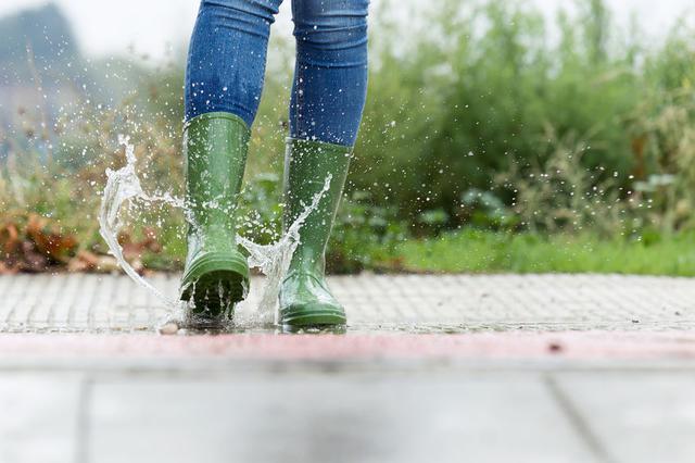 画像: 【雨キャンプの服装】大雨でもお気に入りのレインウェアで楽しもう ウェアほかシューズ・キャップなど