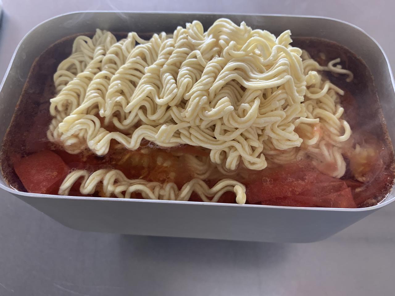 画像: 筆者撮影:麺を入れると湯の温度が下がってしまうので、袋の表示時間蓋をして煮て、その後ほぐして麺が柔らかくなるまでなる方法が一番上手に作れました
