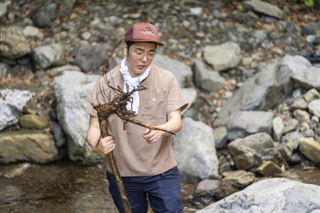 画像: Photographer 吉田 達史 さすがにこの枝は、つけられなさそうな気が…!