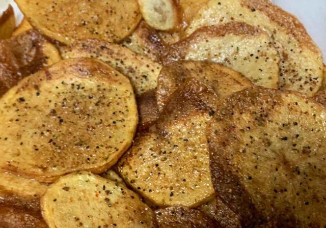 画像: 【レシピ公開】ポテトチップスを簡単手作り スキレットで美味しく揚げてみよう! - ハピキャン(HAPPY CAMPER)