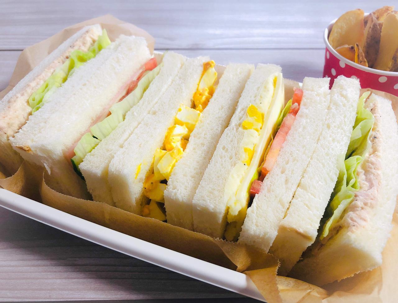 画像: 【ピクニックにおすすめ】超簡単&おいしいサンドイッチレシピ5選! 人気具材ですぐ作れるお手軽レシピ - ハピキャン(HAPPY CAMPER)