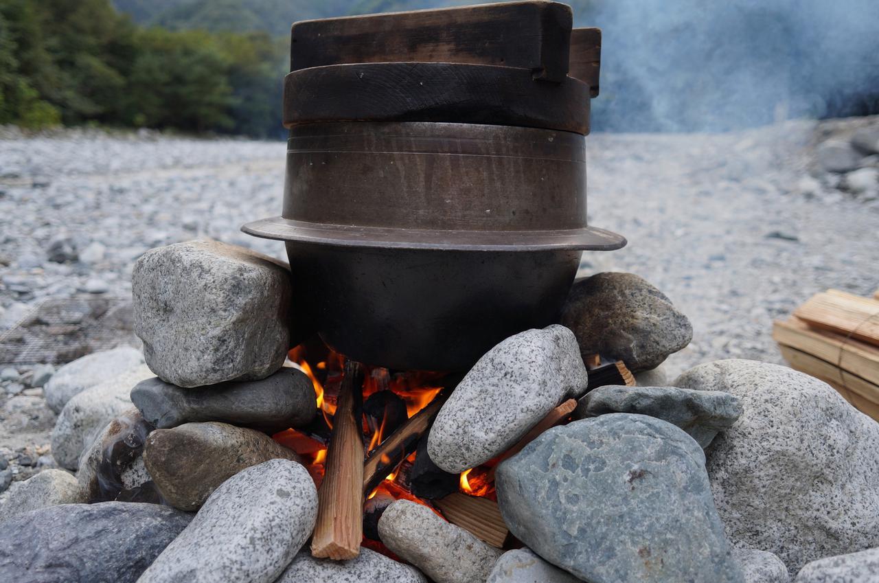 画像1: ライスクッカーと飯ごうは どちらも携帯性に優れたアウトドア用調理器具!美味しく炊飯するための道具