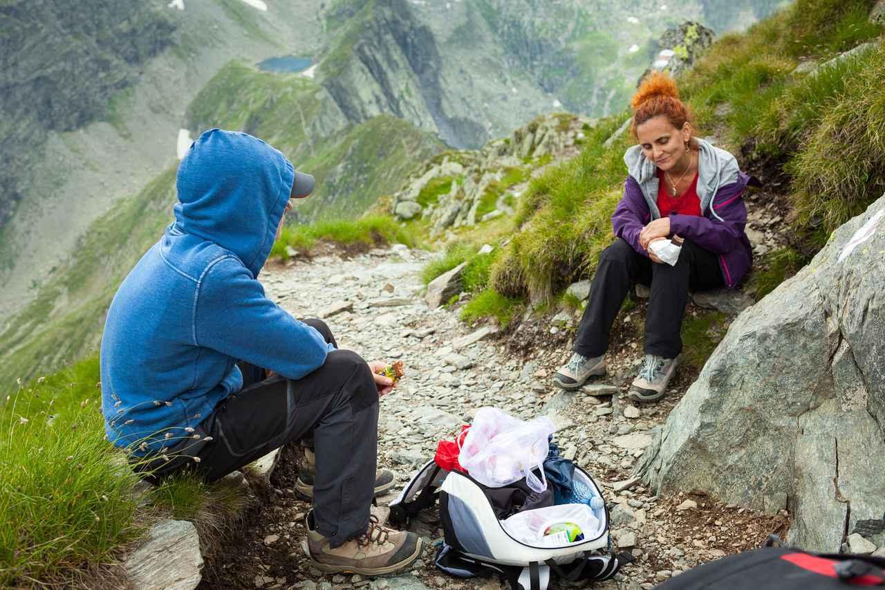 画像: 山頂への道のりが楽しくなる!?登山における行動食の役割とは? 選び方とおすすめ商品をご紹介! - ハピキャン(HAPPY CAMPER)