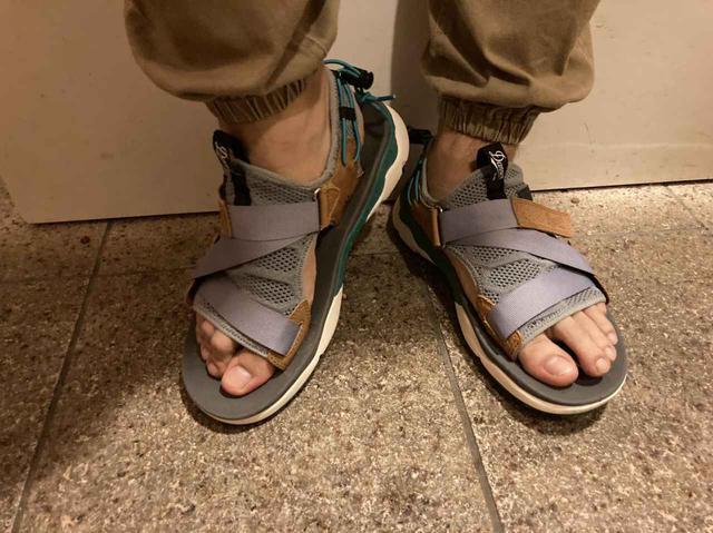 画像: 裸足で履いた状態 (筆者撮影)