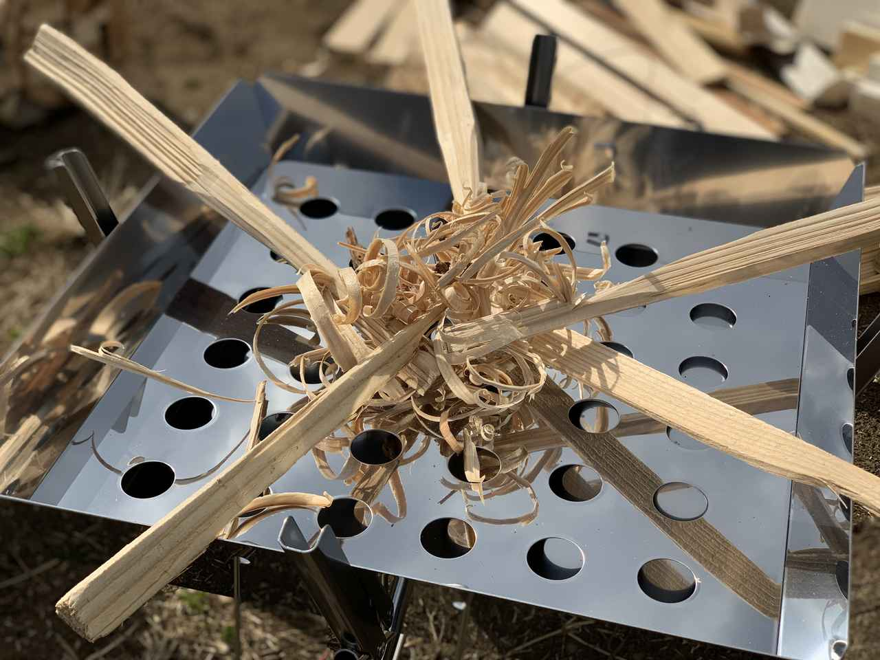 画像: 「モーラナイフ」の機能は? キャンプビギナーにはフェザースティック作りがおすすめ