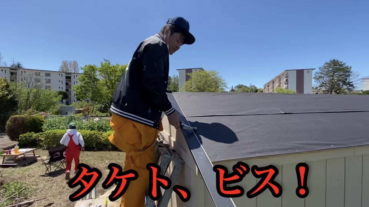 画像: 【タケト家の秘密基地作り#18】より もうタケトさんがアシスタントにすら見えてきます。