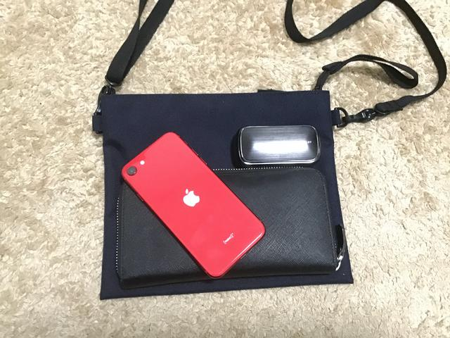 画像: 長財布・スマホ・イヤホンの軽装備でよく出かけます (筆者撮影)