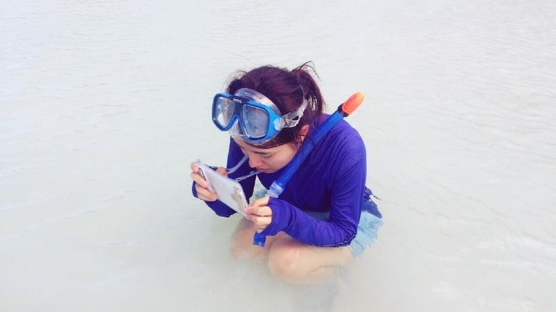 画像: スマホ防水ケースを選ぶ時のポイント2:防水ケースに入れたまま写真撮影ができるもの