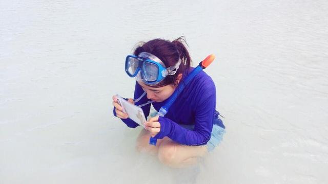 画像: 防水ケースを選ぶ時のポイント2:防水ケースに入れたまま写真撮影ができるもの